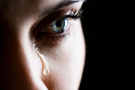 عيون تبكي (2)