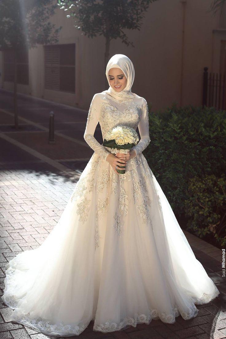 44a57594a0a57 فستان فرح كتالوج فساتين زفاف محجبات 2018 (1)