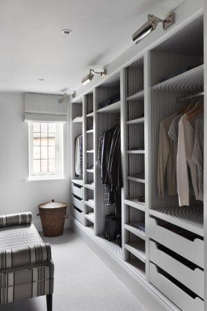 غرفة الملابس (1)