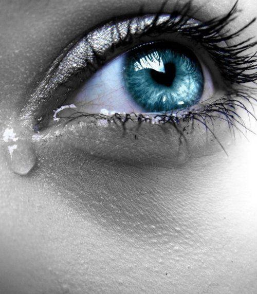دموع عيون حزينة 1