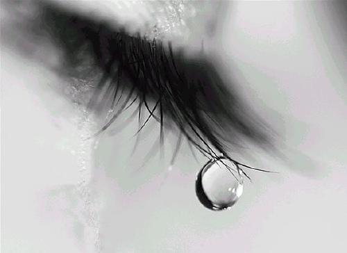 خلفيات عيون حزينة جدا 1