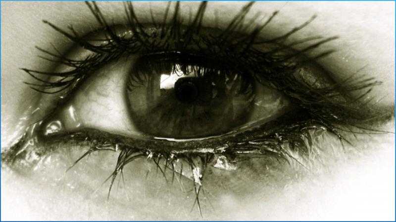 صور العيون الحزينه