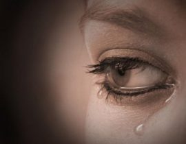 صور عيون دموع 2
