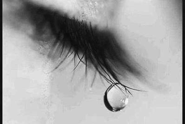 عيون تبكي دموع 1